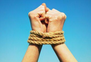 Co je to připoutanost a jak nás v životě omezuje?