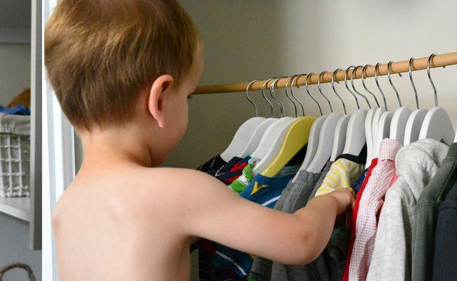Co dělat, když se dítě nechce oblékat?