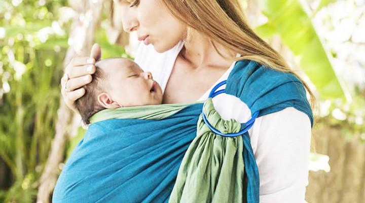 Nošení dětí v šátku, co by rodiče měli vědět a jaké jsou jeho výhody