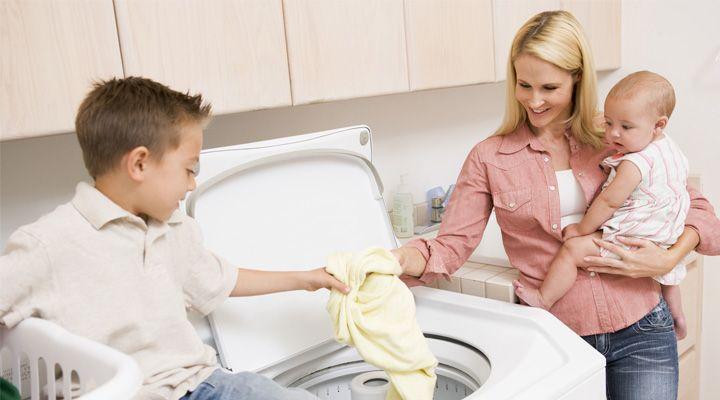 Vychovávat dítě můžete při vaření i uklízení
